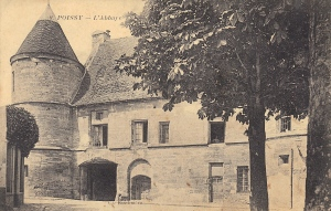 I had passed the Enclos de l'Abbaye for years without going through that porch